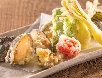 あわびと季節野菜の天ぷら盛り合わせ