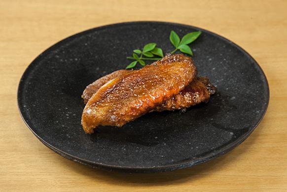 ⿊さつま鶏⼿⽻ 有⾺⼭椒煮